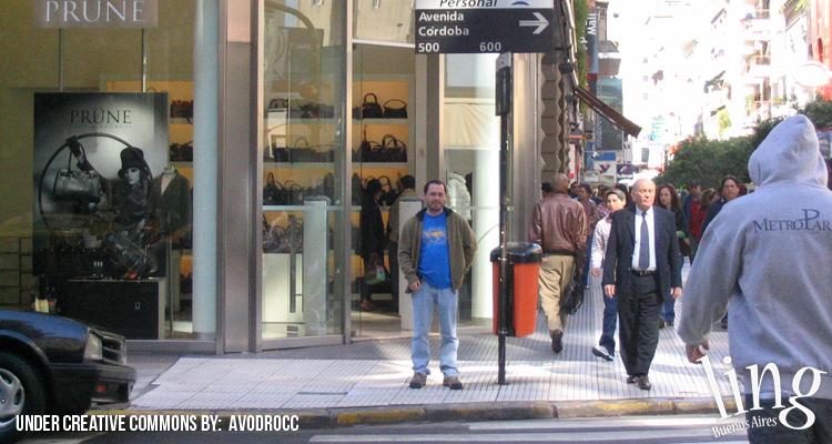 Comprando en la Avenida Córdoba