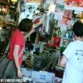 De compras en el mercado de pulgas