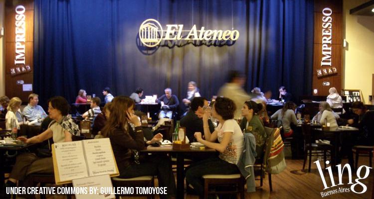 Libros y café en las librerías de Buenos Aires